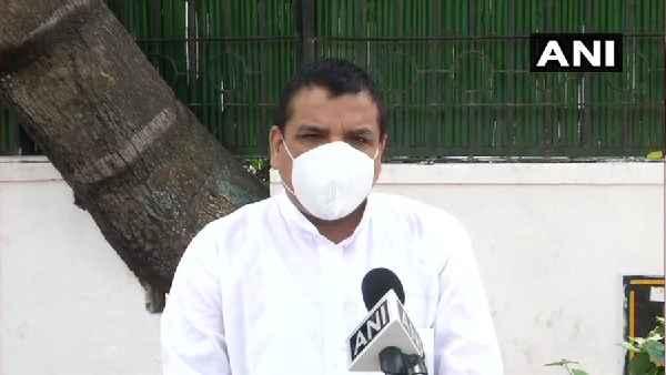 आप सांसद संजय सिंह के आवास की नेमप्लेट को हटाने का किया गया प्रयास,दाे व्यक्ति गिरफ्तार