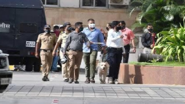 ये भी पढ़ें: मुंबई मंत्रालय को बम से उड़ाने की धमकी देने वाले आरोपी को आज कोर्ट में किया जाएगा पेश