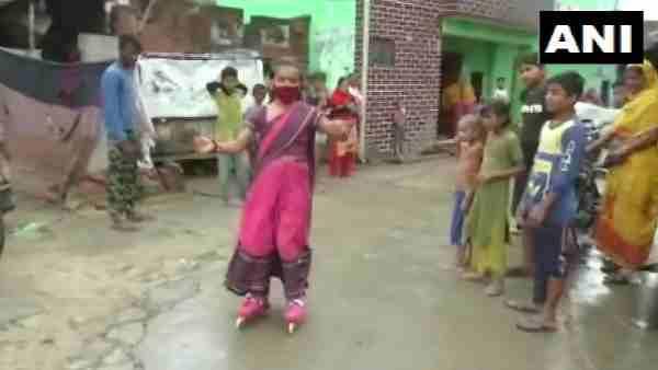 गांव की सड़कों पर साड़ी पहनकर 11 साल बच्ची ने की स्केटिंग, 'कोरोना वैक्सीन' को लेकर कर रही जागरुक