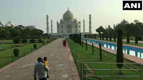 कोरोना कर्फ्यू के बाद फिर खुले Taj Mahal के गेट