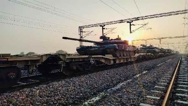 इसे भी पढ़ें- भारतीय सेना अब हर आपात स्थिति के लिए तैयार, टैंकों और भारी हथियारों के साथ दौड़ी मिलिट्री ट्रेन