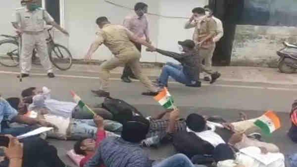 ये भी पढ़ें:- 69 हजार शिक्षक भर्ती मामला: अभ्यर्थियों ने घेरा पांच कालिदास मार्ग, प्रदर्शनकारियों पर पुलिस ने किया लाठीचार्ज