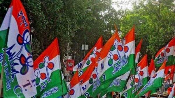 ये भी पढ़ें: धरने पर बैठे बीजेपी के 300 कार्यकर्ता TMC में हुए शामिल, गंगाजल से किया गया 'शुद्धिकरण'