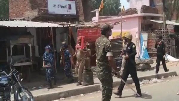 उन्नाव: सड़क हादसे में दो दोस्तों की मौत के बाद बवाल, 15 पुलिसकर्मी जख्मी, 35 हिरासत में