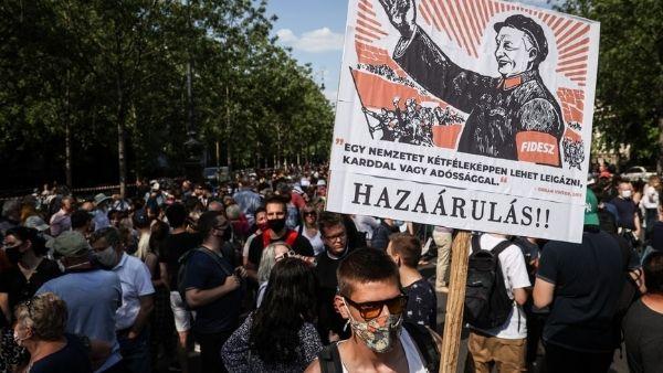 हंगरी को फंसाने की कोशिश में लगे चीन के खिलाफ फूटा आक्रोश, हजारों लोग सड़क पर उतरे