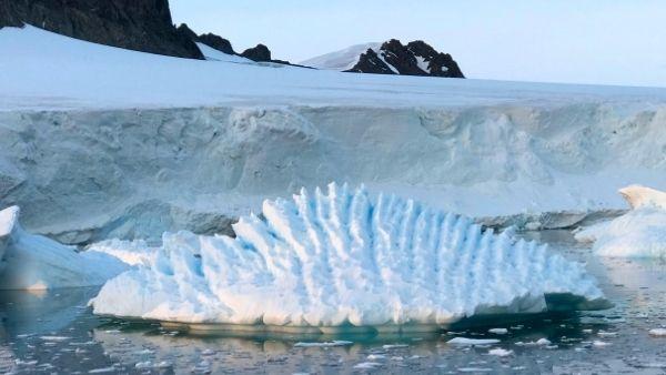 खतरे की घंटी: टूटने के कगार पर 180 लाख करोड़ टन वजनी बर्फ का हिस्सा, अंटार्कटिक के लिए चेतावनी जारी
