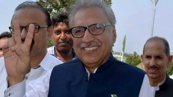 कश्मीर पर बुरी तरह घिरे इमरान खान, बचाने उतरे पाकिस्तानी राष्ट्रपति