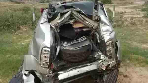 ये भी पढ़ें:- यमुना एक्सप्रेस-वे पर चेकिंग कर रही वाणिज्यकर विभाग की कार पर चढ़ाया ट्रक, दो की मौत