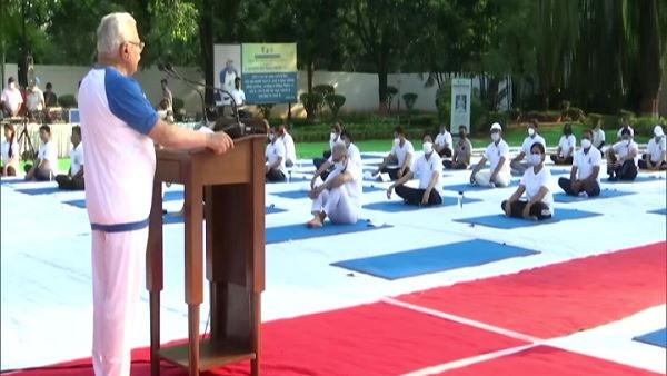 मुख्यमंत्री मनोहर लाल बोले- 1 हजार गांवों में योग-व्यायामशालाएं खुलवा रही है हमारी सरकार, शिक्षकों की नियुक्ति भी होगी