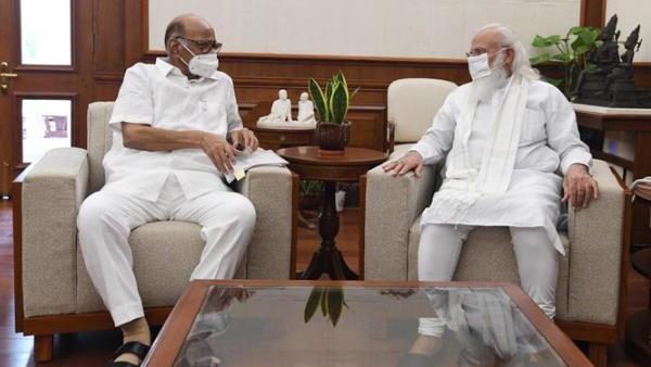 पीएम नरेंद्र मोदी से मिले शरद पवार, करीब 50 मिनट तक चली बैठक