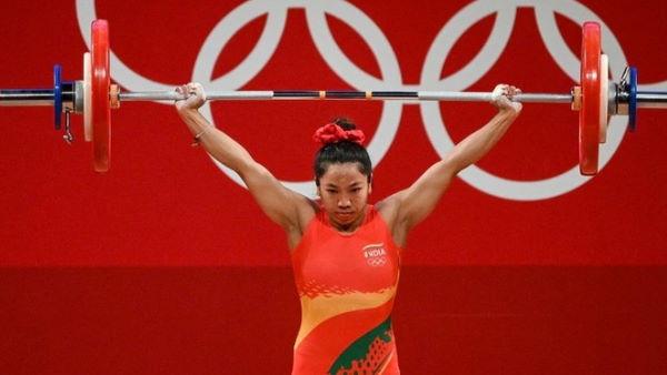 टोक्यो ओलंपिक में भारत को पहला पदक दिलाने के बाद झलके मीराबाई चानू के आंसू, कही ये बात