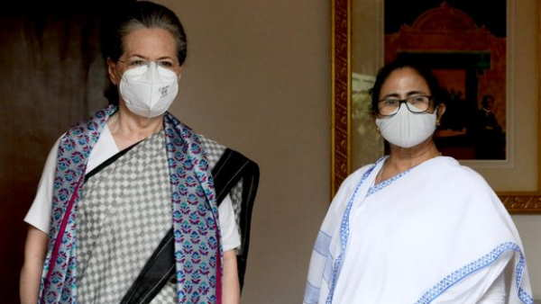 सोनिया गांधी से मिलीं ममता बनर्जी, दोनों नेताओं की मुलाकात के बाद कई अटकलें