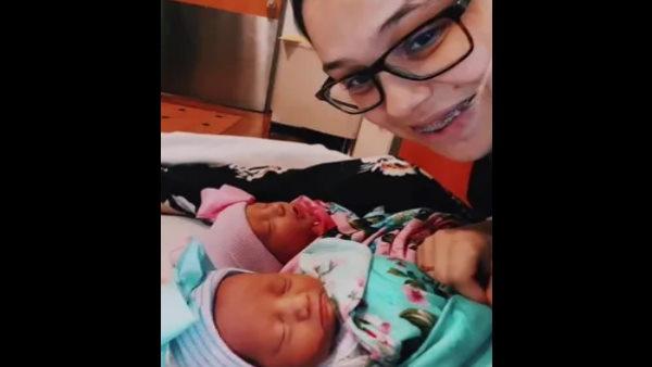 पैदा हुए जुड़वां बच्चे