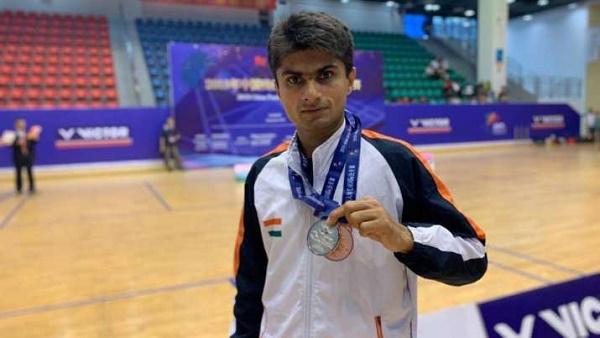 Suhas LY IAS : दिव्यांगता को मात देकर पैरालंपिक में पहुंचे DM सुहास एलवाई के संघर्ष व कामयाबी की पूरी कहानी