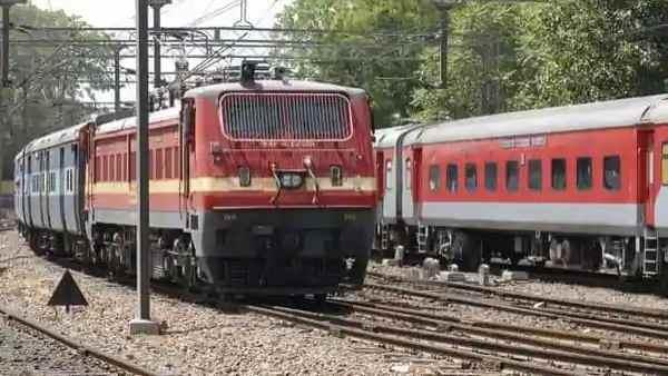 इसे भी पढ़ें- झांसी-कोलकाता के बीच चलेंगी सुपरफास्ट स्पेशल ट्रेनें, बुकिंग शुरू, चेक करें पूरी लिस्ट