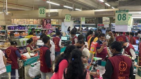 मुंबई: कोरोना वायरस नियमों के उल्लंघन को लेकर मलाड स्थित D Mart को किया गया सील