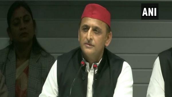 भाजपा की समीक्षा बैठक को अखिलेश ने बताया ढोंग, कसा ये तंज