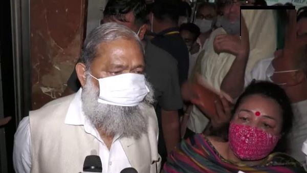 हरियाणा के गृहमंत्री विज का गुरुग्राम नगर निगम दफ्तर में 'छापा', खलिहर मिले 2 एसडीओ निलंबित किए