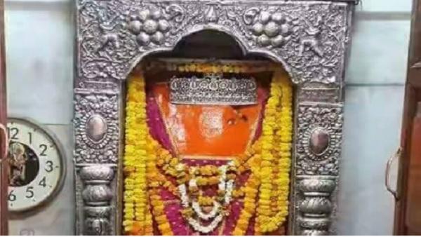 यह पढ़ें: Shri Balaji Chalisa in Hindi: यहां पढे़ं श्री बालाजी चालीसा, जानें महत्व और लाभ