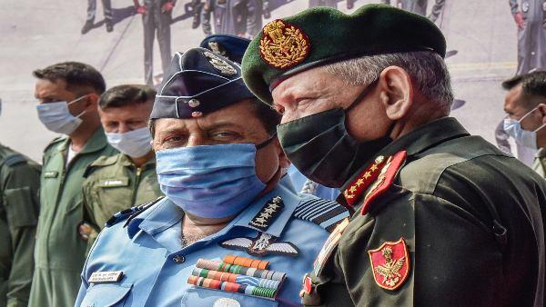 IAF चीफ को नहीं पसंद आया CDS रावत का 'सपोर्टिंग आर्म' वाला बयान, कहा- देश की रक्षा में हमारा अहम रोल