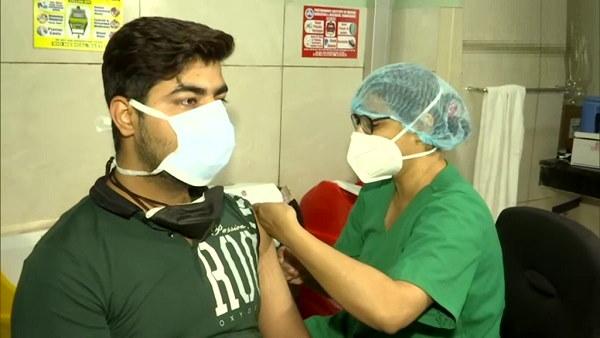 गुजरात में वैक्सीनेशन के फर्स्ट डोज का 50% टारगेट पूरा, अब तक दी जा चुकीं 3,29,89,766 खुराकें