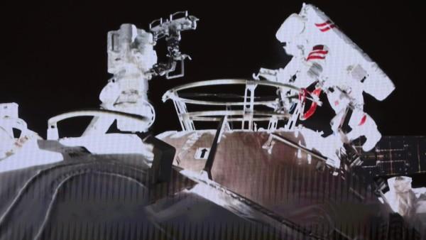 VIDEO: अंतरिक्ष में सभी देशों को चुनौती दे रहा चीन, बनाया खुद का स्टेशन, दो एस्ट्रोनॉट ने किया स्पेस वॉक