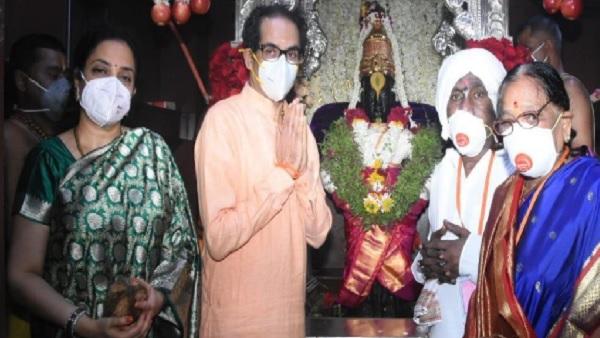 इसे भी पढ़ें-Ashadhi Ekadashi 2021: पत्नी के साथ सीएम उद्धव ठाकरे ने की भगवान विठ्ठल की पूजा
