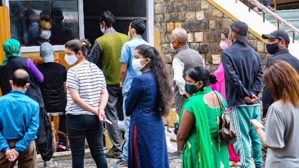 ये भी पढ़ें- भारत में मंडराया तीसरी लहर का खतरा! 24 घंटों में कोरोना के 44230 नए मरीज और 555 लोगों की मौत