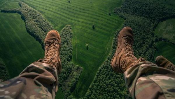 पैराशूट नहीं खुलने पर 15 हजार फीट की ऊंचाई से गिरा सैनिक, फिर जो हुआ वह अकल्पनीय था