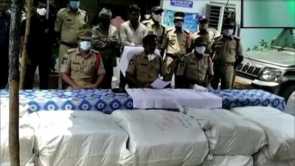 तेलंगाना में 4.5 क्विंटल गांजा जब्त किया गया, बोरों में ऐसे पैकिंग कर सप्लाई करते थे, पुलिस ने 2 धरे