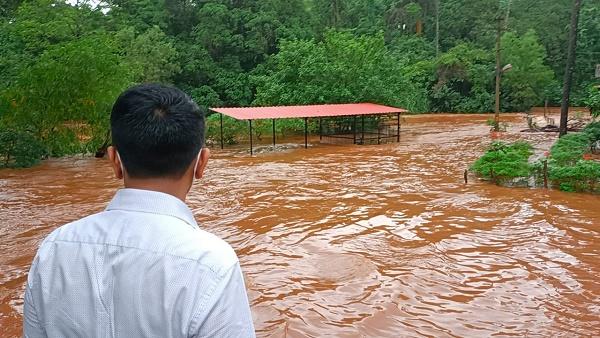 दशक की सबसे भीषण तबाही से गुजर रहा है गोवा, बाढ़ और भूस्खलन की घटनाओं में करोड़ों रुपए की संपत्ति तबाह