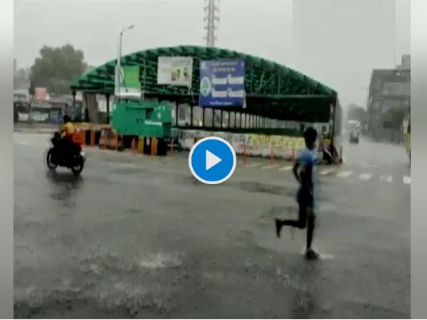 VIDEO: बारिश से आज फिर तर-बतर हुआ हरियाणा का गुड़गांव शहर, लोगों को गर्मी से राहत मिली
