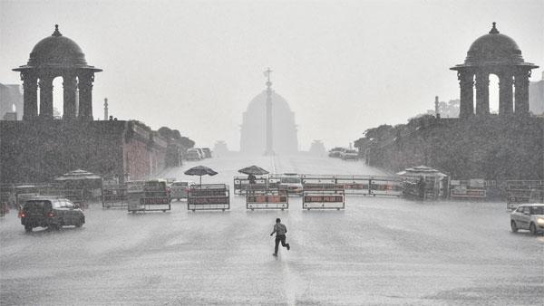 यह पढ़ें:दिल्ली में भारी बारिश, कई इलाकों में भरा पानी, कांग्रेस ने कसा तंज