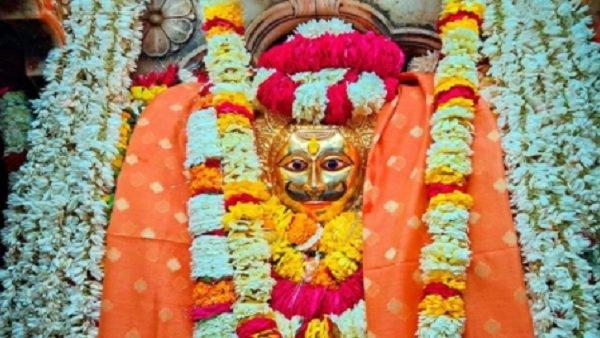 यह पढ़ें: Kaal Bhairav Chalisa in Hindi: यहां पढे़ं काल भैरव चालीसा , जानें महत्व और लाभ