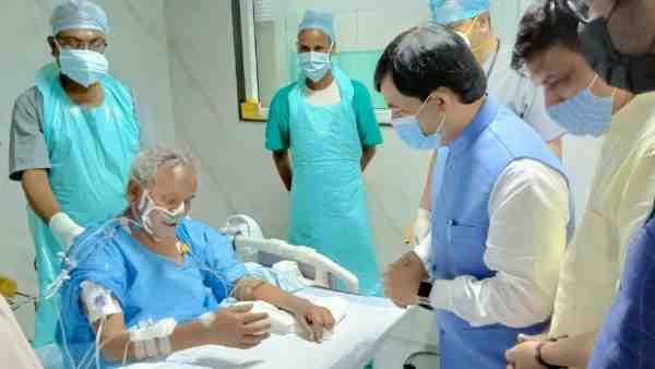 ये भी पढ़ें:- Kalyan Singh health Update: अभी नाजुक है कल्याण सिंह की हालत, रखा गया लाइफ सपोर्ट सिस्टम पर
