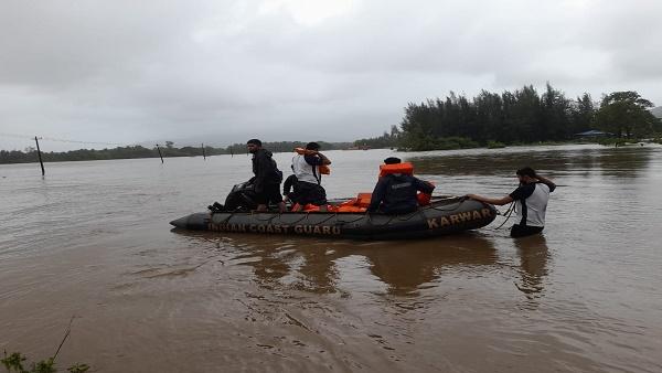 इसे भी पढ़ें-कर्नाटक में तीन दिन से हो रही बारिश के बाद बने बाढ़ के हालात, कई नदियां खतरे के निशान से उपर