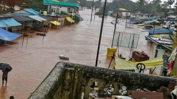 महाराष्ट्र के रत्नागिरी और रायगढ़ में बाढ़ से हालात बेकाबू, सीएम उद्धव ठाकरे ने बुलाई आपात बैठक