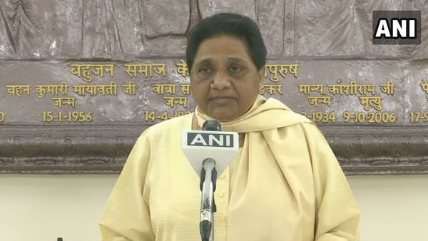 Mayawati ने कहा- मुंह में राम, बगल में छुरी जैसा है मोहन भागवत का बयान