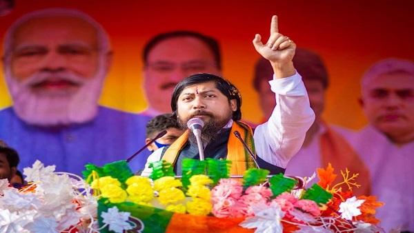 ये भी पढ़ें: कांग्रेस सांसद का आरोप मंत्री बने निसिथ प्रमाणिक बांग्लादेशी हैं, पीएम को पत्र लिखकर जांच की मांग