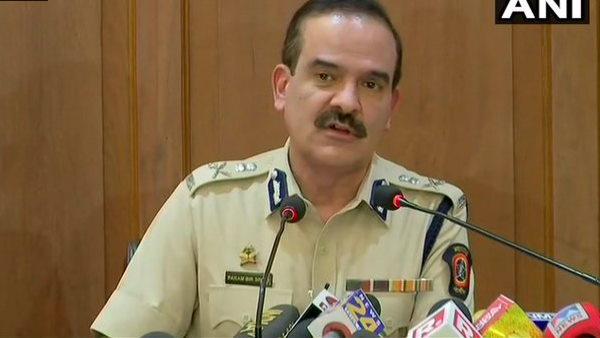 पूर्व मुंबई पुलिस कमिश्नर परमबीर सिंह के खिलाफ एक और FIR, बिल्डर ने लगाया वसूली का आरोप