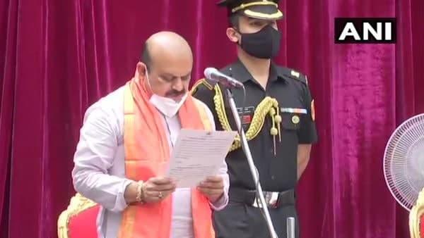 इसे भी पढ़ें-बसवराज बोम्मई बने कर्नाटक के नए मुख्यमंत्री, राजभवन में ली शपथ