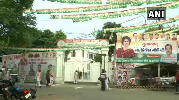 इसे भी पढ़ें- तीन दिवसीय दौरे पर आज लखनऊ पहुंचेंगी प्रियंका गांधी, स्वागत में पार्टी कार्यालय पर लगे पोस्टर और बैनर
