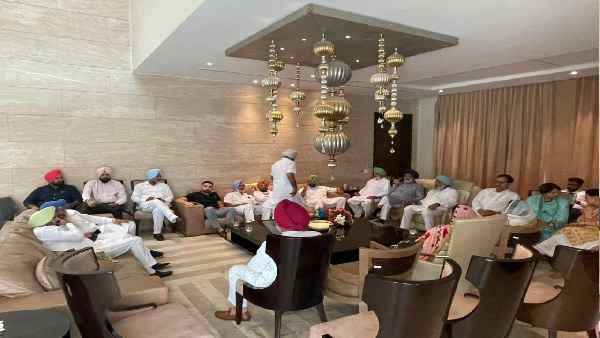 नवजोत सिंह सिद्धू के समर्थक विधायक का मुख्यमंत्री पर पलटवार, बोले- सिद्धू क्यों? जनता से माफी मांगें CM अमरिंदर सिंह