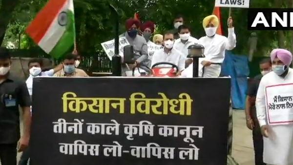 ये भी पढ़ें- कृषि कानूनों के खिलाफ ट्रैक्टर चलाकर संसद पहुंचे राहुल गांधी, कहा- किसानों का संदेश लेकर आया हूं