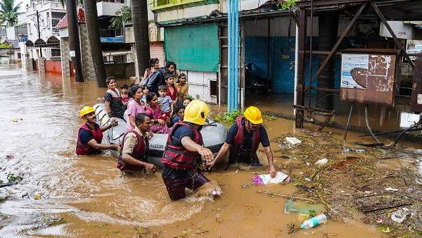 महाराष्ट्र में आफत की बारिश, कोल्हापुर में 45-50 और सतारा में 8 लोगों की मौत, 2 लापता