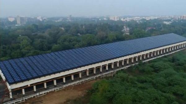 गुजरात में देश का पहला रोड सोलर प्रोजेक्ट, यहां हर साल होगा 14 लाख यूनिट बिजली का उत्पादन, रोजाना 3930 यूनिट बिजली बनेगी