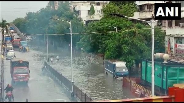 यह पढ़ें:Mumbai Rains: भारी बारिश से मुंबई में तबाही, 11 की मौत, आज भी हाईटाइड की आशंका, Alert जारी