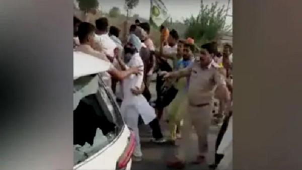 देशद्रोह के कानून में गिरफ्तार किसानों की रिहाई के लिए सिरसा में जुटे प्रदर्शनकारी, पुलिस से झड़प