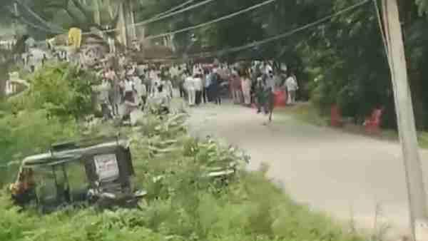 ये भी पढ़ें:- UP Block Pramukh Chunav: परिणाम आने के बाद सोनभद्र में पुलिस से भिड़े सपाई, सीओ समेत कई पुलिसकर्मी घायल