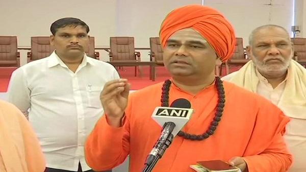डिंगलेश्वर स्वामी ने येदियुरप्पा के इस्तीफे पर जताई नाराजगी, कहा- कर्नाटक बीजेपी उनके आंसूओं में बह जाएगी